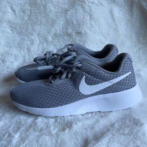 NWOT Nike runners